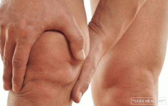 hogyan lehet enyhíteni a lábak duzzanatát pikkelysömörrel)