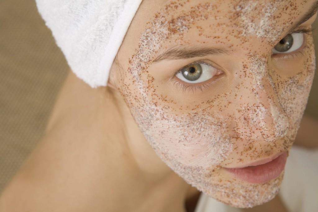 vörös foltok az arc bőrén mosás után