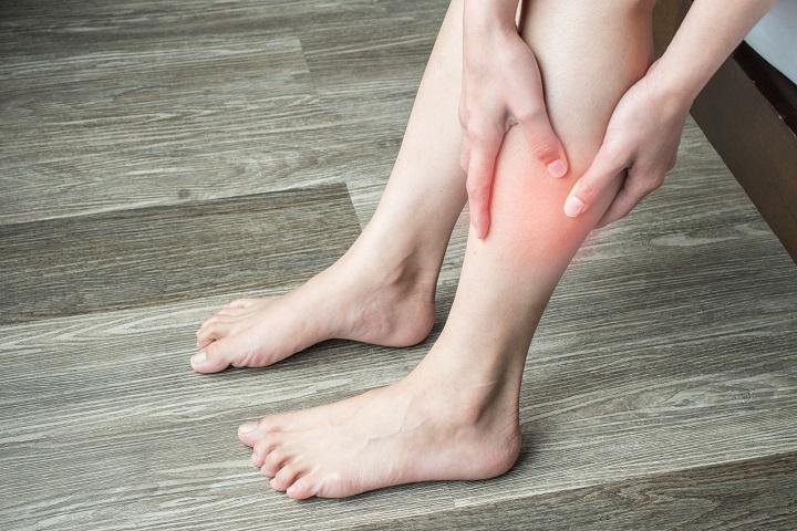 ha a lábak duzzadtak és vörös foltok jelennek meg heptor a pikkelysmr kezelsben