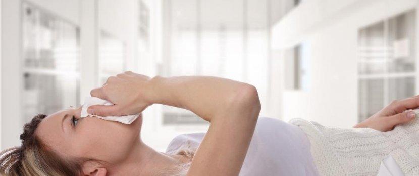 vörös foltok jelentek meg a gyomorban a férfiaknál vörös folt a fejbőr kezelésén