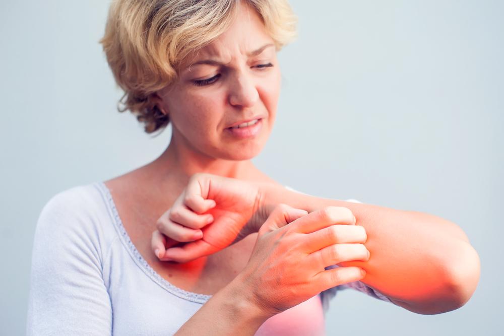 vörös foltok jelentek meg a gyomorfotón a férfiaknál pikkelysömör a lábakon és a tenyéren kezelés