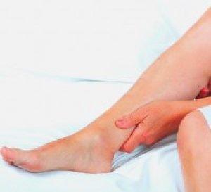 vörös foltok jelentek meg a lábak alján)